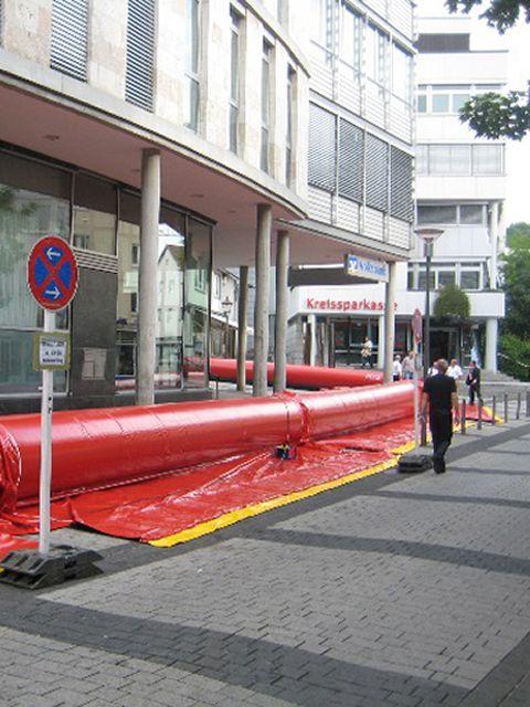 Schlauchwall gegen Hochwasser